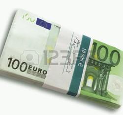 23583717-100-billets-en-euros